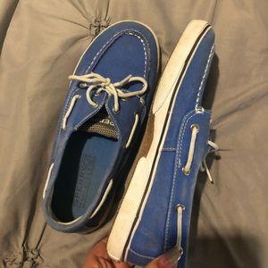 Youth blue sperrys